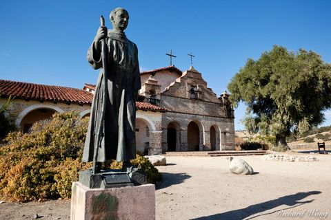 Saint Junipero Serra Statue, Mission San Antonio De Padua, California, photo
