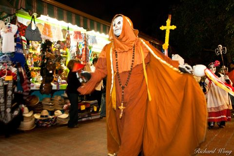 California, Olvera Street, costumes, day of the dead, death, dia de los muertos, el pueblo de los angeles, holiday, latinos, los angeles, mexican, mexicans, novenaria, parade, people, procession, ritu