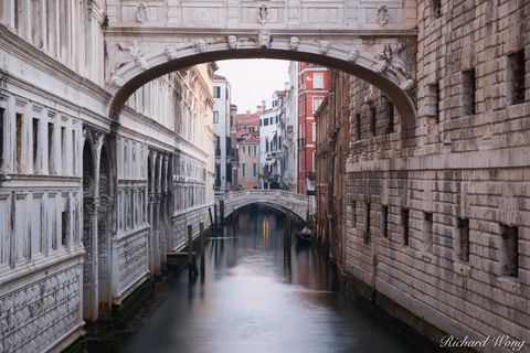 architecture, bridge of sighs, buildings, canal, dogeís palace, europe, historic, historical, italia, italy, morning, new prison, outdoors, outside, palazzo ducale, ponte dei sospiri, prigioni nuove,