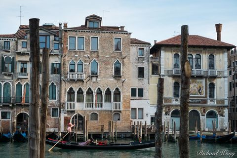 architecture, boat, buildings, canal grande, europe, gondola, historic, historical, italia, italy, outdoors, outside, people, servizio gondole, the grand canal, tourism, tourists, transportation, trav