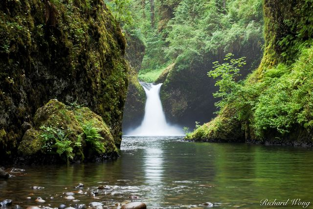 Punchbowl Falls, Columbia River Gorge National Scenic Area, Oregon, photo
