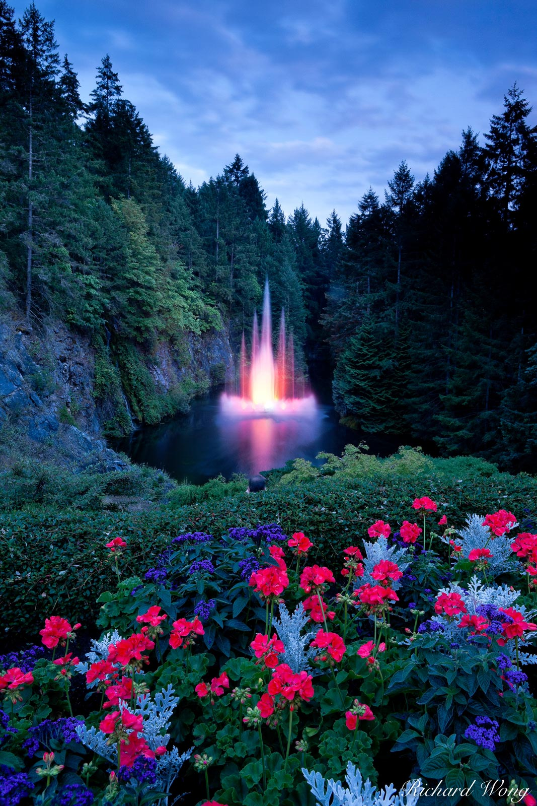 Ross fountain at night photo vancouver island bc - Best time to visit butchart gardens ...